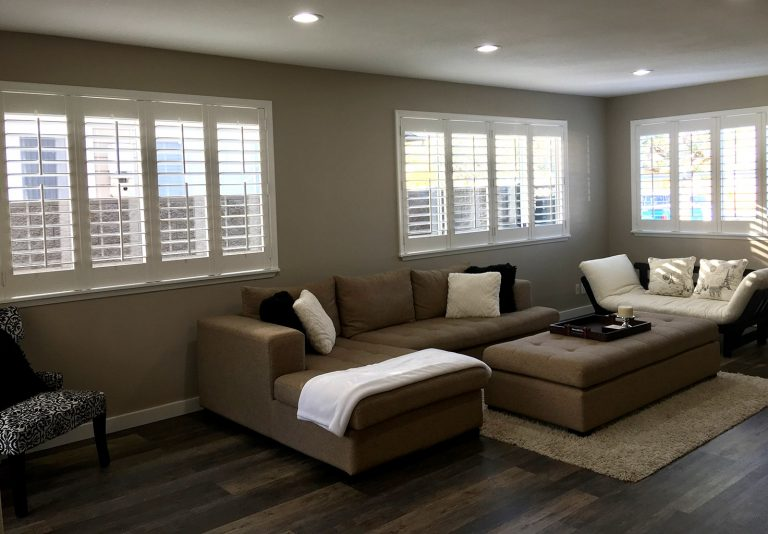 Shutters with split control rod.